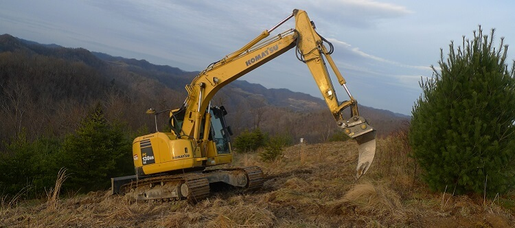Komatsu excavator prepping earth at GFW event
