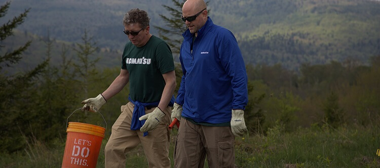 Komatsu executives planting trees in Appalachia