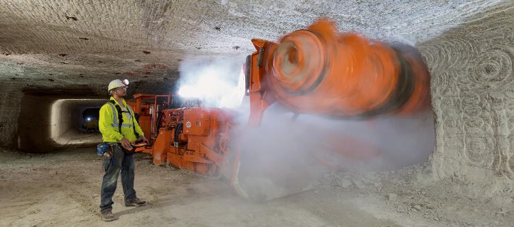 Mining trona