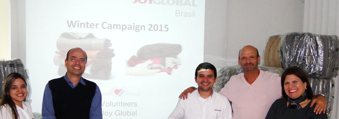 Blankets keep homeless warm in Brazil