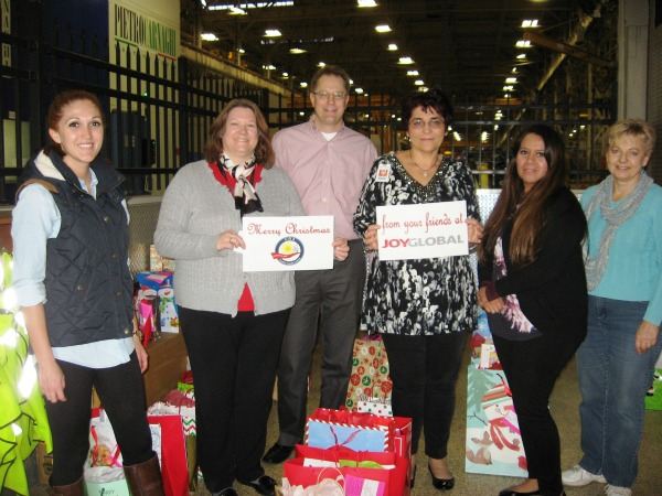 Joy Global, Community Relations, Milwaukee Employees Demonstrate Spirit of Giving - 2