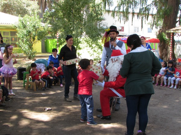 Joy Global, Community Relations, Santa in Chile - 2
