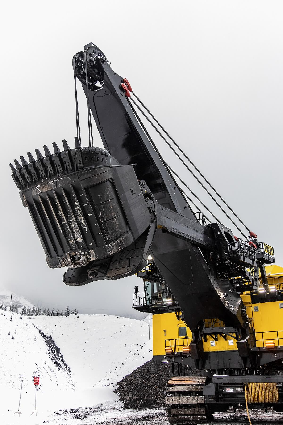 P&H electric rope shovel with TRC dipper series